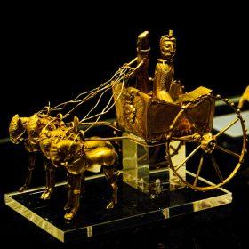 ارابه طلایی چهار اسب